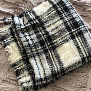 Black / White Plaid Blanket Scarf